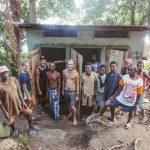Volunteers Build Toilets in Andrekareka Hely
